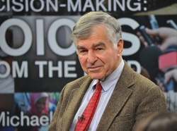 Former Massachusetts Governor Michael Dukakis advises HSPH students on public sector leadership